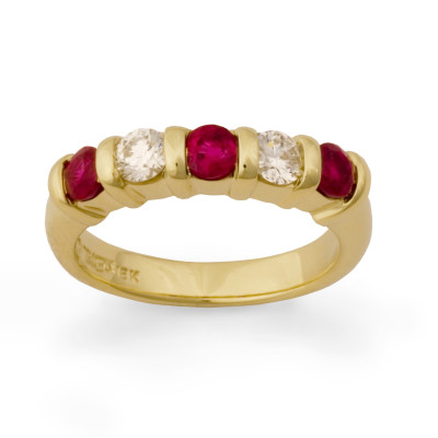 Ruby and diamond ridge ring band