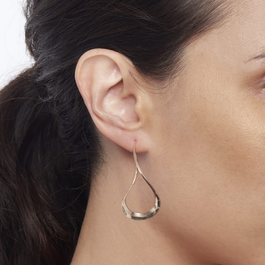 Curvy teardrops on the ear