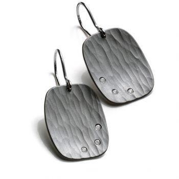Metolius Crest earrings silver and diamonds