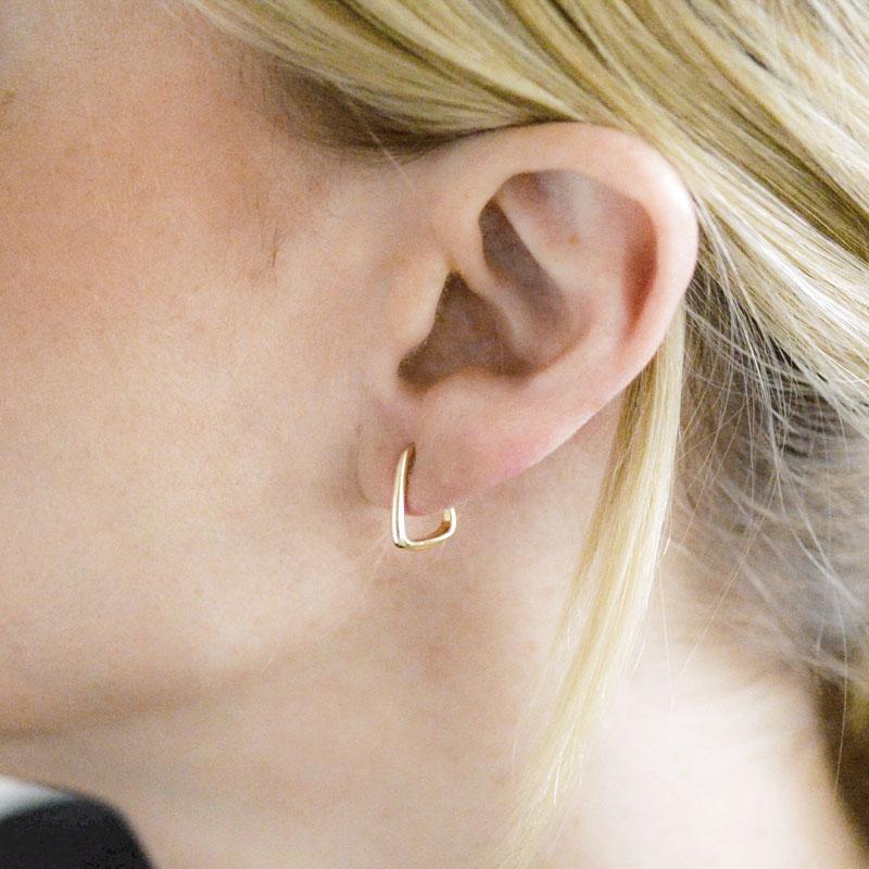 Artichoke tapered hoop earring 14K yellow gold